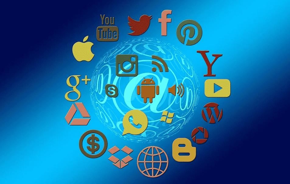 Comment garder le contact lors d'un voyage les réseaux sociaux