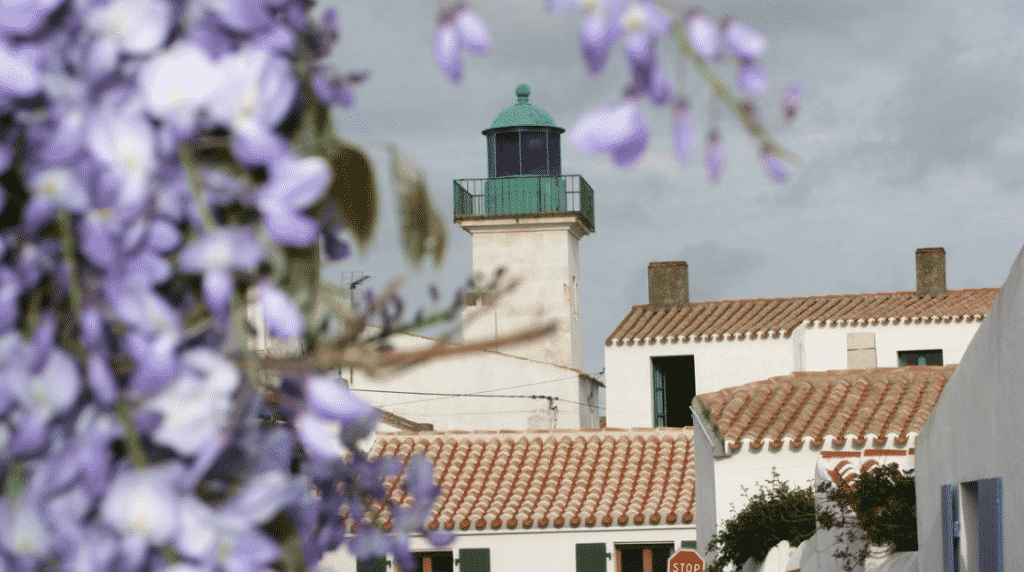 Visiter l'Ile d'Yeu le temps d'un week end le phare des maries