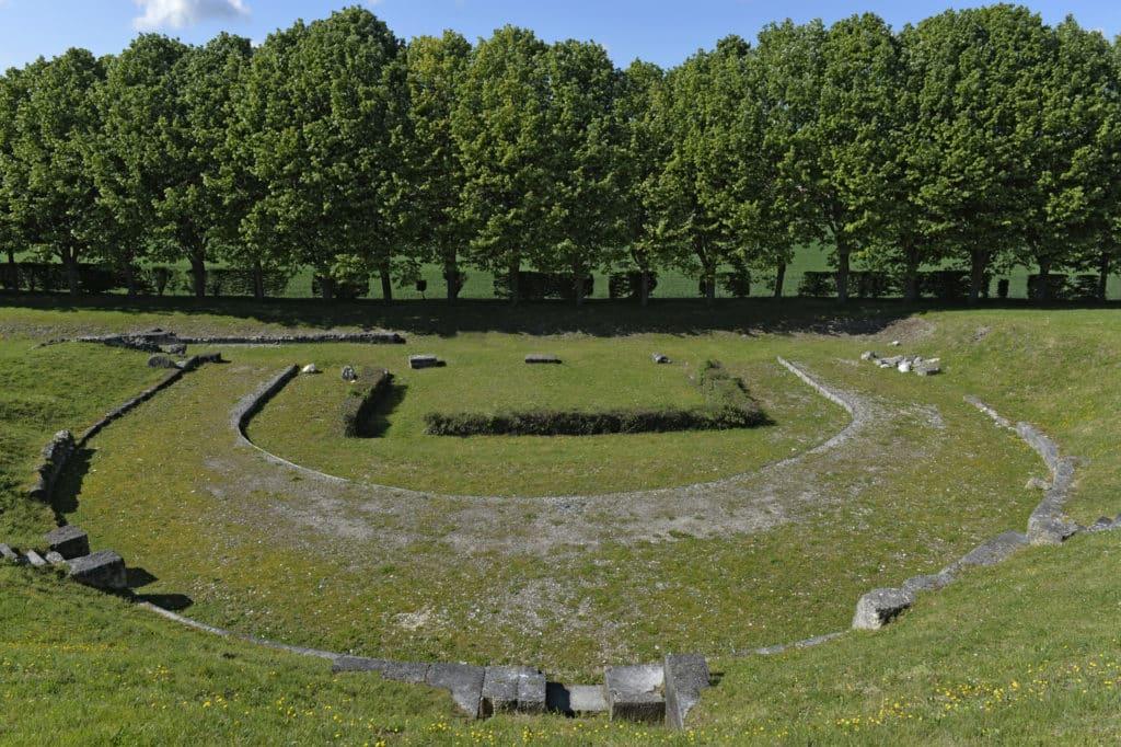 le théatre et le site de Vendeuil Caply
