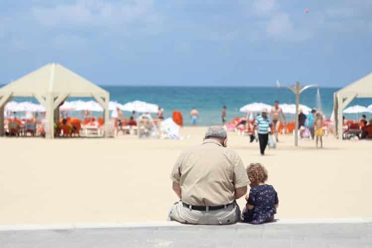 profiter de la retraite pour voyager en étant bien assuré pour les plus de 70 ans