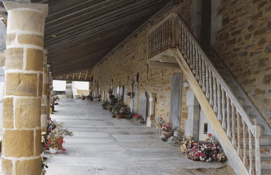 La Bastide Clairence. le cimetière préau